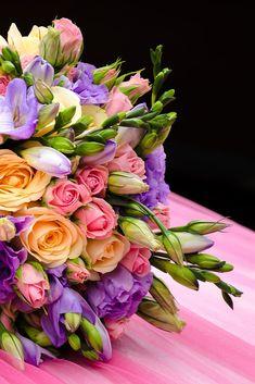 V Hoteli MIKADO sa snažíme splniť všetko do posledného detailu, aby sa stal váš #DeňD #nezabudnuteľný. #HotelMikadoNitra #HotelNitra #Nitra #SvadbavNitre #SvadbavHoteli #SvadbaMIKADO Floral Wreath, Wreaths, Flowers, Plants, Decor, Red, Floral Crown, Decoration, Door Wreaths
