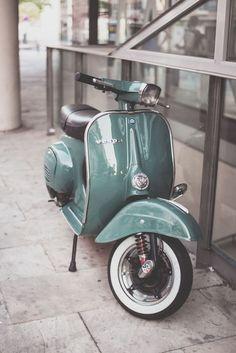 Scooter 2020 – The Best Scooter Ideas Are Here Piaggio Vespa, Vespa Ape, Scooters Vespa, Vespa Lambretta, Moped Scooter, Motor Scooters, Vespa Vintage, Vespa Retro, Motos Vintage