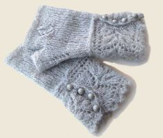 mitaines                                                                                                                                                                                 Plus #crochet #crochet #gloves Lace Knitting, Knitting Stitches, Knitting Socks, Knit Crochet, Knitting Patterns, Crochet Patterns, Crochet Gloves Pattern, Mittens Pattern, Fingerless Gloves Knitted
