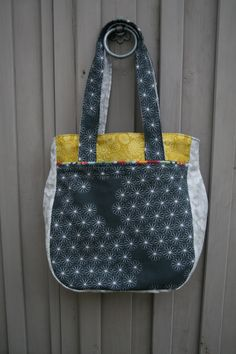 Noodlehead: super tote Sewing pattern @ www.noodle-head.com. #sewhazy #sewing #bag