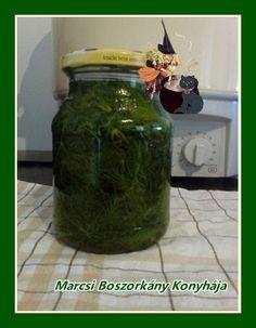 Marcsi Boszorkány Konyhája: Kapor sós lében Mason Jar Lamp, Pesto, Pickles, Cucumber, Food, Essen, Meals, Pickle, Yemek