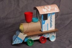 Recycled Toys Diy How To Make A Toy In 1 Minute With Recycled Material Very - Steval Decorations Recycled Toys, Recycled Crafts, Recycled Materials, Cardboard Train, Cardboard Toys, Wooden Toys, Diy With Kids, Diy Crafts For Kids, Train Crafts