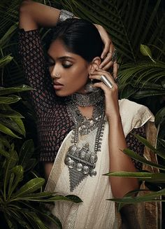 New fashion photography inspiration culture Ideas Indian Photoshoot, Saree Photoshoot, Silver Jewellery Indian, Ethnic Jewelry, Indiana, Bollywood, Saree Poses, Bohemian Bride, Boho