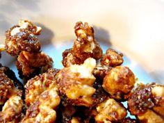 Nüsse karamellisieren ist fein und schmeckt gut. deswegen heute mein Rezept für karamellisierte Nüsse auf dem Blog die guten Dinge.