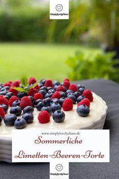 Rezept für eine sommerliche Torte mit der frische der Limette und fruchtig frischen Beeren. Mit Thermomix-Anleitung. No Bake Cake, Blueberry, Cereal, Baking, Fruit, Breakfast, Food, Sweet Recipes, Bread Making