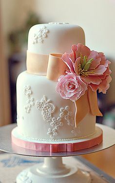Small wedding cake~ by L' Atelier Vi, via Flickr