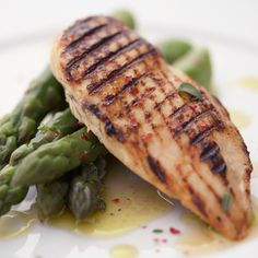 Flab-fighting foods! Build meals around plain grilled chicken or seafood, and steamed veggies, such as zucchini, carrots, and asparagus. http://www.health.com/health/gallery/0,,20464602_2,00.html#