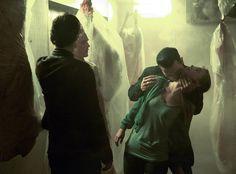 """O canal CW divulgou as primeiras imagens promocionais do episódio de estreia da oitava temporada de The Vampire Diaries.O episódio, chamado """"Hello Brother"""", será transmitido no dia 21 de outubro pela emissora nos Estados Unidos.Confira as fotos.Fonte das imagens: Divulgação/CWFique ligado nas ..."""