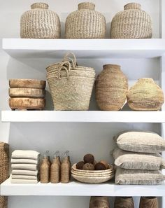 Find here organic materials and unique furniture ideas to inspire your next interior decor project. Vintage Regal, Home Decor Baskets, Unique Furniture, Furniture Ideas, White Furniture, Find Furniture, My New Room, Home Staging, Cheap Home Decor