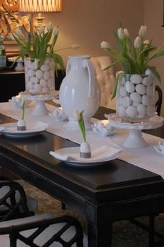Beautiful Easter Table Decorations & Centerpieces 28 Easy DIY Tablescapes for Easter Easter Table Settings, Easter Table Decorations, Decoration Table, Easter Decor, Easter Centerpiece, Centerpiece Ideas, Easter Ideas, Easter Buffet, Dining Room Centerpiece