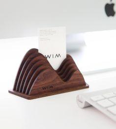 29CM ISSUE <명함을 돋보이게 할 명함꽂이> 산등성이 모양을 한 명함꽂이입니다. 질 좋은 원목으로 만들어져 책상 위에 놓으면 퀄리티 높은 오브제 역할을 합니다. #WhalesinMuseum Business Card Holder