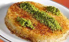 Κανταΐφι Κιουνεφέ με τυρί!! Tiramisu Cheesecake, Greek Sweets, Greek Cooking, Greek Recipes, Quiche, Broccoli, Recipies, Tasty, Vegetables
