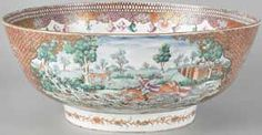 circa 1785 Chinese export porcelain hunt bowl decorated in a Rose Mandarin palette with an elaborate fox hunting scene
