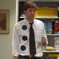 #theoffice  Three hole punch Jim... I found a guy  dressed up like this tonight! It seriously made my night!