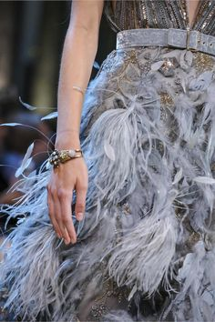 Watch theELIE SAAB Fall/Winter 2017 Haute Couture show live from Paris.