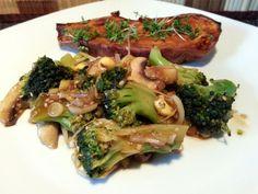 Vegan Fasten - Tag 9 - Zweierlei Pilze und Brokkoli in pikanter Sosse mit einer halben Süsskartoffel