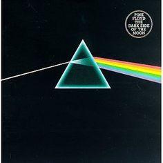 Pink Floyd, Carátula de The Dark Side Of The Moon, 8° disco de la banda, lanzado el 17 de marzo de 1973 en USA. Fue grabado en los Abbey Road Studios en 2 tandas, en 1972 y 1973. Permaneció 14 años en la Lista Billboard 200, siendo el álbum que más ha permanecido en la historia. Es el más exitoso de la banda, con una estimación en ventas de 50 millones de copias.
