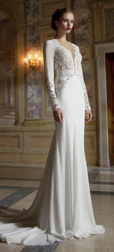 modèle sublime de robe de mariée moulante en dentelle et mousseline, robe à manches longues, à col en v