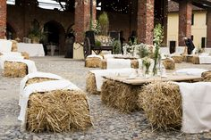 Country chic idea for your rustic country wedding reception. Love it!