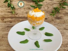 Postre fácil de yogur y fruta. Yogurt and fruit dessert.