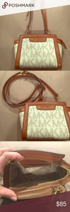 """Like new! MK cross-body! Make your offers!!! Michael Kors Selma small messenger crossbody. I can't say brand new because there is no tag, and I used it maximum 3 times. Very well taken care off, no stains, no scratched, no tears. Almost like brand new! Adjustable/removable strap. Features interior card slots to keep you organized, and looks charming both over the shoulder and across the body. OFFERS? *No longer available in retail* -Mk Signature Logo -24-26"""" Adjustable Strap -Interior…"""