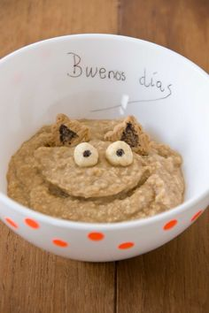 Monster Porridge by littlecook.es: Applesauce and oatmeal. Healthy and happy.  #Porridge #Oatmeal #Applesauce #Healthy #Kids