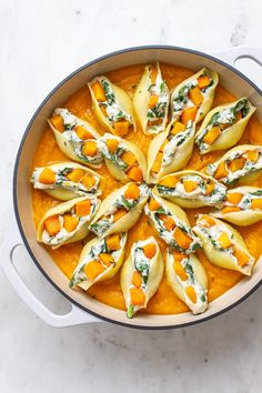 These are hands down the BEST Butternut Squash Stuffed Shells with vegan 'ricotta' cheese, spinach and easy butternut squash sauce! dinner butternut squash Butternut Squash Stuffed Shells (Vegan) - The Simple Veganista Vegetarian Recipes, Cooking Recipes, Healthy Recipes, Pasta Recipes, Healthy Food, Vegan Stuffed Shells, Cashew Ricotta, Brunch, Easy Salads