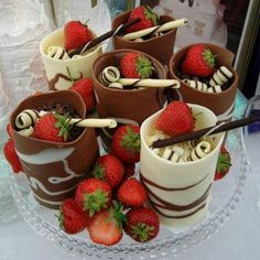 Looks delicious! Really like the idea of the chocolate cups. Would probably make them smaller though because that is a heck of a lot of chocolate. Just Desserts, Delicious Desserts, Dessert Recipes, Yummy Food, Dessert Cups, Fancy Desserts, Dessert Table, Elegant Desserts, Dessert Food