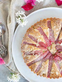 Mandel- och rabarberkaka | Brinken bakar Rhubarb Cake, Fika, Lchf, Food Inspiration, Almond, Cereal, Food And Drink, Tasty, Sweets