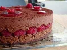 Royal chocolate raspberry, Recipe by – Ptitchef Cookies And Cream Cheesecake, Easy No Bake Cheesecake, Pumpkin Cheesecake Recipes, Baked Cheesecake Recipe, Chocolates, Chocolate Raspberry Cake, Cake Recipes From Scratch, Homemade Cake Recipes, Mini Cheesecakes