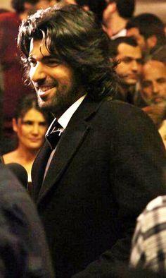 """*...""""El Hombre del Momento!...""""Parece!!!...""""Como si estuvieran!...""""Al Acecho""""...""""Mirandolo!...Que """"Dios!...""""Me lo Libre de los """"Malos Ojos""""...Lo """"Proteja!... """"Ahora!...""""Siempre!...Y """"Amen!.~*~. Hair And Beard Styles, Long Hair Styles, Long Hair Beard, Turkish Actors, Best Actor, Looking Gorgeous, Great Artists, Actors & Actresses, Beautiful Men"""