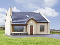 PRICE FROM £233.00 PW SLEEPS 6 BEDROOMS 3 BATHROOMS 2 PET FRIENDLY This modern, detached cottage is located on the edge of the village of Lispole, on the Dingle Peninsula, County Kerry, and can sleep six people in three bedrooms.