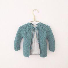 #Softisjakke fra Paelas. Normalt er jeg ikke for meget for grøn, men denne fra Sandnes garn var ikke til at stå for. #handmade #knitting #strik Knitting For Kids, Crocheting, Knit Crochet, Anna, Children, Sleeves, Instagram Posts, Sweaters, Baby