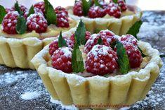 Tarte cu crema de vanilie si zmeura - CAIETUL CU RETETE Cheesecake, Cookies, Desserts, Food, Pie, Crack Crackers, Tailgate Desserts, Deserts, Cheese Cakes