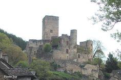 Belcastel (Aveyron, France) Le château fort