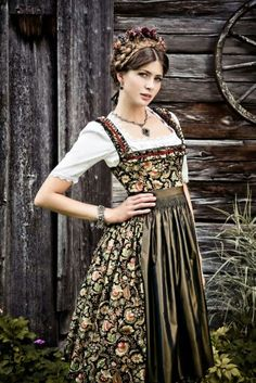 Lena Hoschek Tradition Dirndl Dora - the fabric! German Costume, Dirndl Dress, Mode Boho, Mori Girl, Folk Costume, The Dress, Playing Dress Up, Traditional Dresses, Feminine