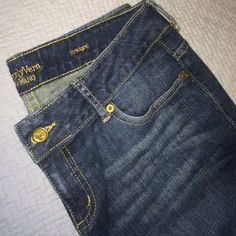 """Simply Vera Denim Capri jeans Worn only 3-4 times. Great condition. Can wear the cuff down or turned up as shown in pics. 23.5"""" inseam. Simply Vera Vera Wang Pants Capris"""