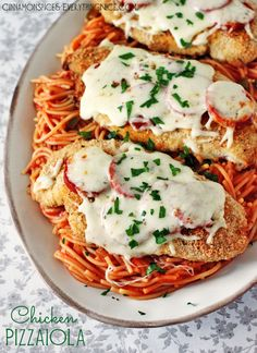Try Baked Chicken Pizzaiola! You'll just need Sauce {substitute 1 jar ounce) premade sauce to save time}:, 2 tablespoons olive oil, 1 medium-ish yellow. I Love Food, Good Food, Yummy Food, Tasty, Italian Dishes, Italian Recipes, Italian Pasta, Pasta Dishes, Food Dishes