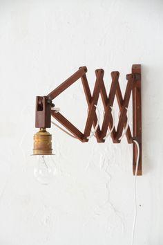 wood scissor lamp 2   unplugged