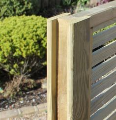 Horizontal Hit And Miss Fence Panels - Garden Design 2020 Diy Backyard Fence, Diy Fence, Fence Ideas, Wooden Fence Gate, Patio Fence, Garden Trellis Panels, Garden Gates And Fencing, Concrete Posts, Concrete Fence Panels