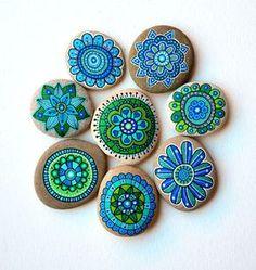 Hand Painted Stone Blumen / Set 8 Steine von ISassiDellAdriatico