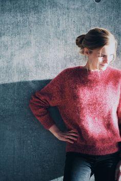 Ravelry: No Frills Sweater pattern by PetiteKnit- boxy shape, plain sweater Sweater Knitting Patterns, Knitting Designs, Knit Patterns, Knitting Projects, Hand Knitting, Merino Pullover, Raglan Pullover, Crochet Patron, Knit Crochet