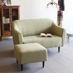 B-COMPANY Online Shop/拡大画像Bソファ2P ★☆★☆B-COMPANYで人気のBソファ!!★☆★☆ 背もたれは緩やかな斜面になっており、奥行きが約50cmあるので、ゆっくりと腰を掛け、くつろぐことができる素敵なソファです☆ やや硬めでしっかりとしたクッションなので、少しお尻が沈むような心地の良い座り感♪ ベーシックながらも、お部屋にあるだけで一味違う雰囲気を味わえそうです! Online Shopでは定番の通常生地6色を展開♪