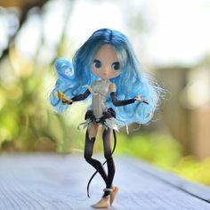 Petite Blythe in Hatsune Miku's body… Real Hatsune miku Blythe Someday