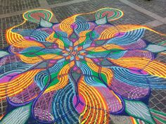 Artist Spends Up To 8 Hours On Beautiful Sand Paintings That Will Be Swept Away By The Wind. http://www.boredpanda.com/sand-paintings-joe-mangrum/