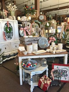 The Vintage Market on Church Street. Visual merchandising. Antique / resale / vintage store display.