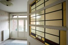 Jaren30woningen.nl | #paneeldeur uit de #jaren30 met #glasinlood