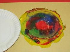 Paper plate spin art without the spinner for preschoolers