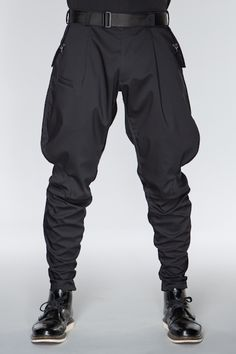 Visions of the Future: ACRONYM GmbH — A sculpted, three dimensionally patterned pant derived from traditional military. Dark Fashion, Mens Fashion, Fashion Tips, Fashion Design, Winter Fashion, Mode Costume, Apocalyptic Fashion, Cyberpunk Fashion, Jodhpur