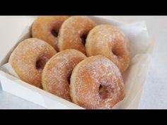 Recette de beignets maison moelleux et moelleux - YouTube Donut Recipes, Cake Recipes, Snack Recipes, Cooking Recipes, Snacks, Making Donuts, Mantecaditos, Good Food, Yummy Food